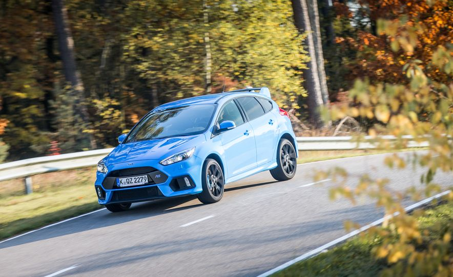2016 Ford Focus RS with winter tire package - Slide 13