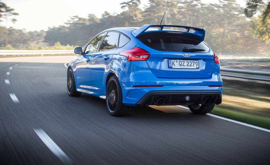 2016 Ford Focus RS with winter tire package - Slide 15