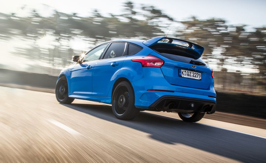2016 Ford Focus RS with winter tire package - Slide 16