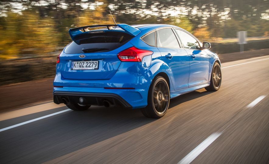 2016 Ford Focus RS with winter tire package - Slide 18