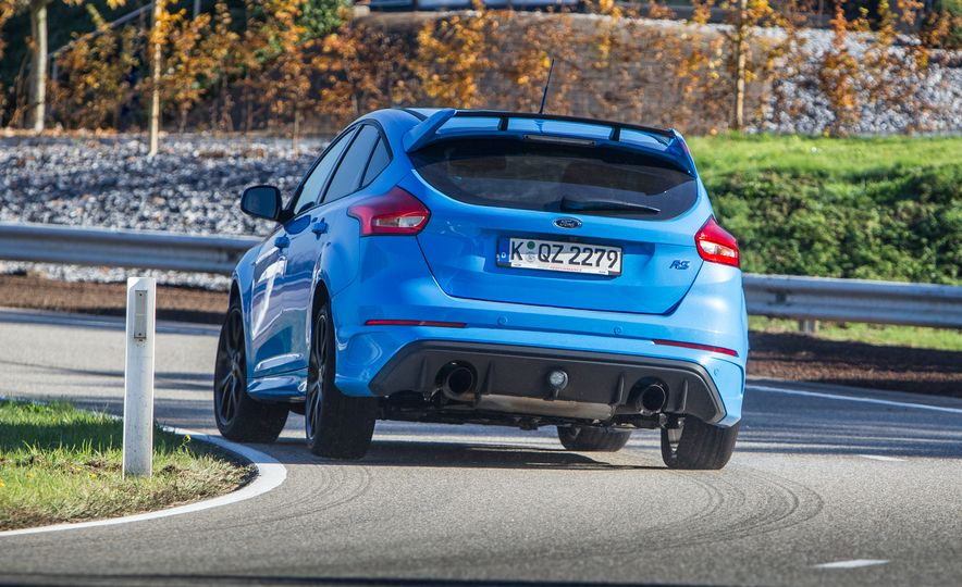 2016 Ford Focus RS with winter tire package - Slide 19