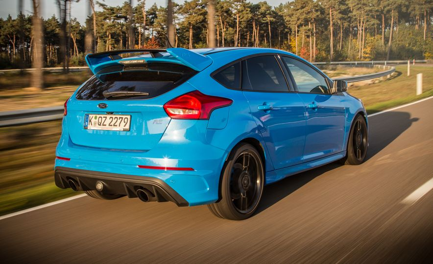 2016 Ford Focus RS with winter tire package - Slide 20