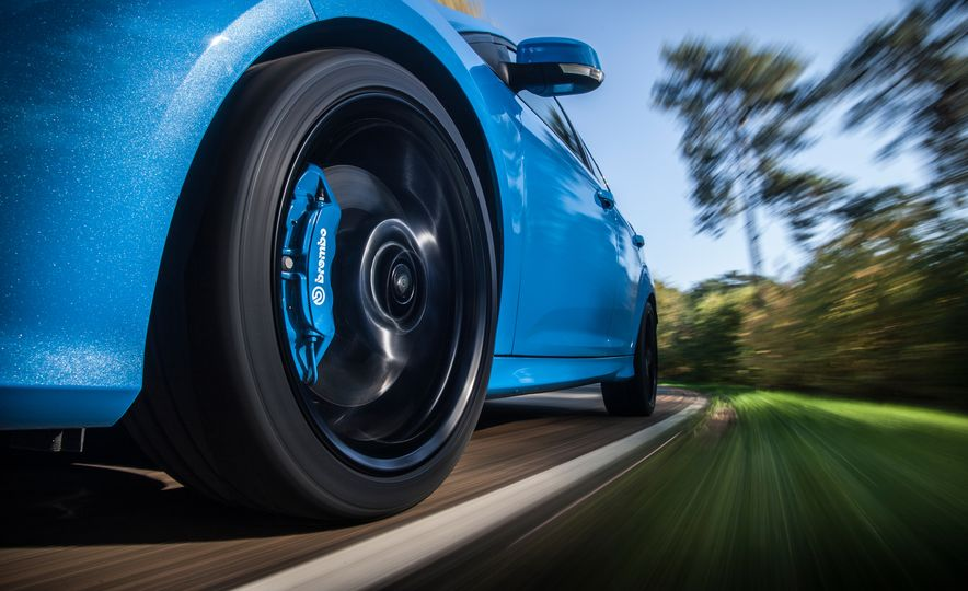 2016 Ford Focus RS with winter tire package - Slide 21