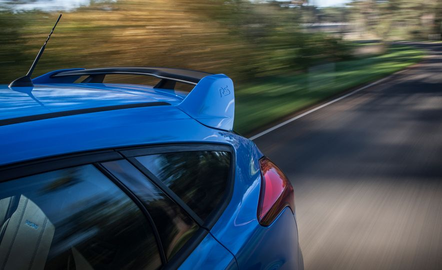 2016 Ford Focus RS with winter tire package - Slide 22