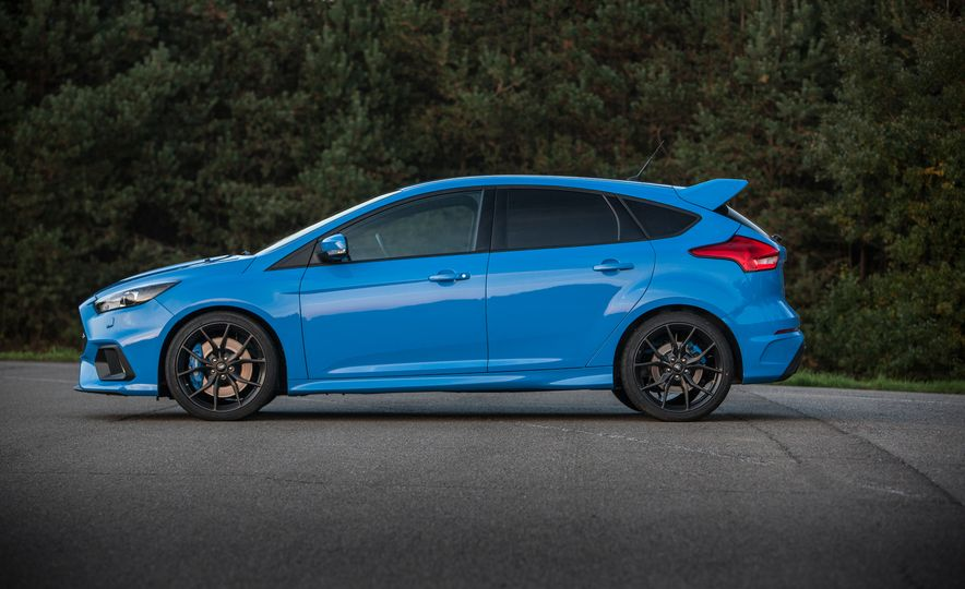 2016 Ford Focus RS with winter tire package - Slide 26