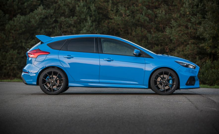2016 Ford Focus RS with winter tire package - Slide 27
