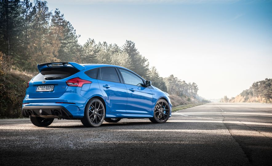 2016 Ford Focus RS with winter tire package - Slide 28