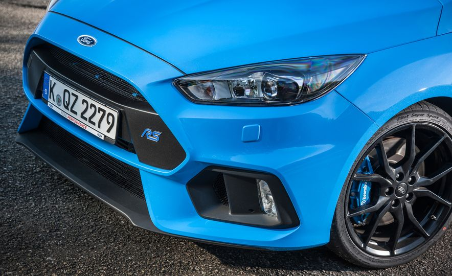 2016 Ford Focus RS with winter tire package - Slide 29
