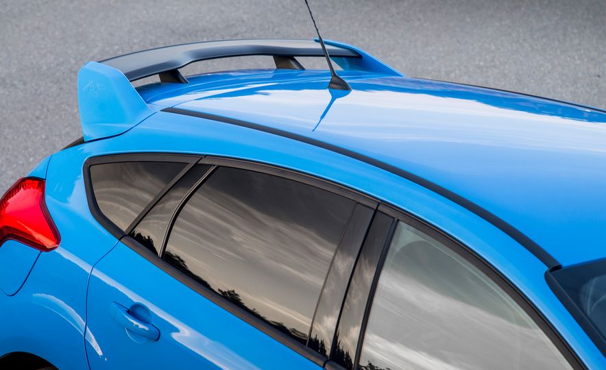 2016 Ford Focus RS with winter tire package - Slide 30