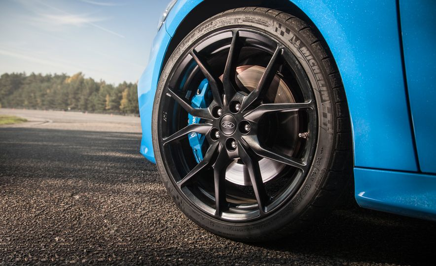 2016 Ford Focus RS with winter tire package - Slide 32