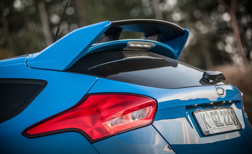 2016 Ford Focus RS with winter tire package - Slide 33