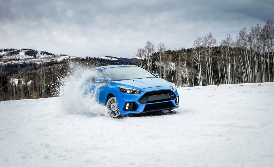 2016 Ford Focus RS with winter tire package - Slide 2