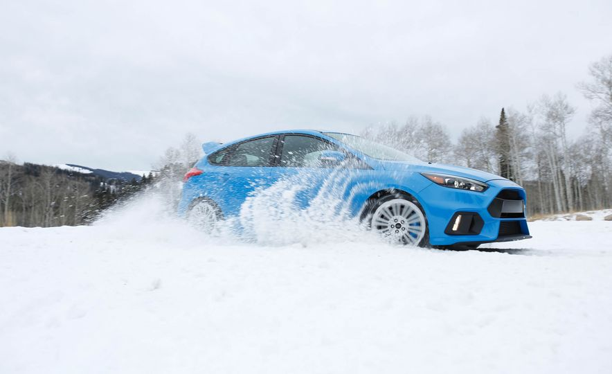 2016 Ford Focus RS with winter tire package - Slide 3