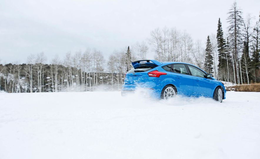 2016 Ford Focus RS with winter tire package - Slide 4