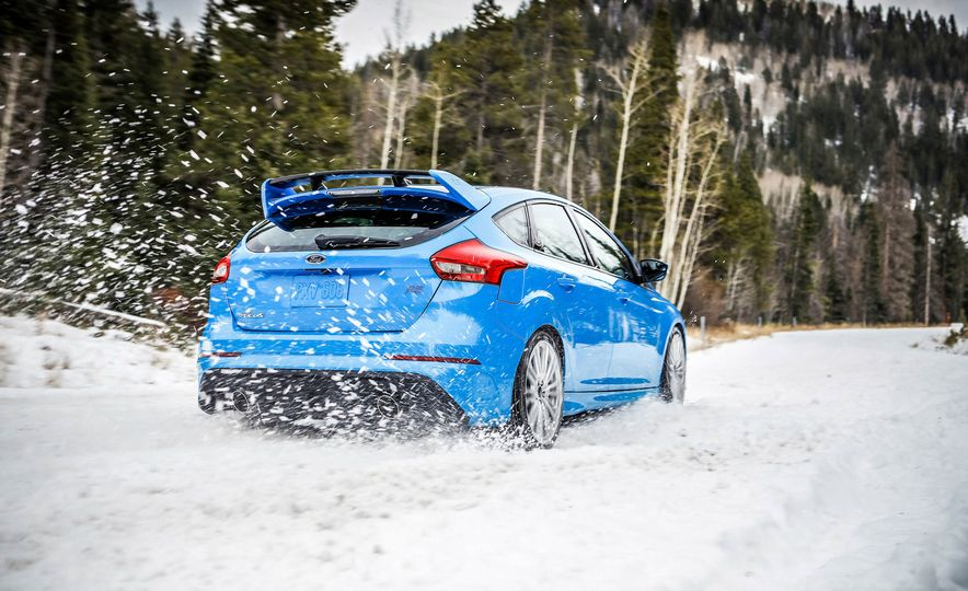 2016 Ford Focus RS with winter tire package - Slide 8
