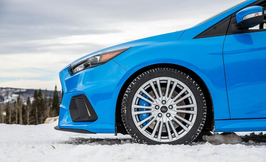 2016 Ford Focus RS with winter tire package - Slide 10