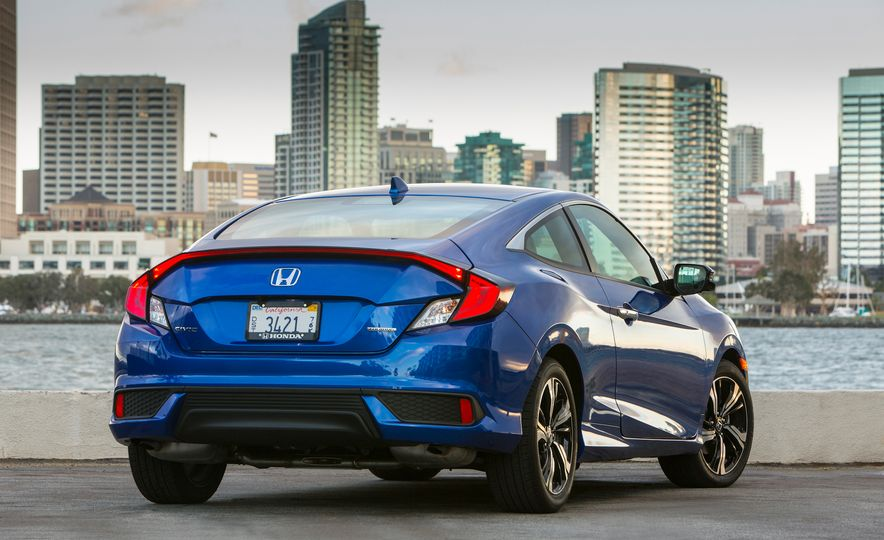 2016 Honda Civic coupe Touring - Slide 10