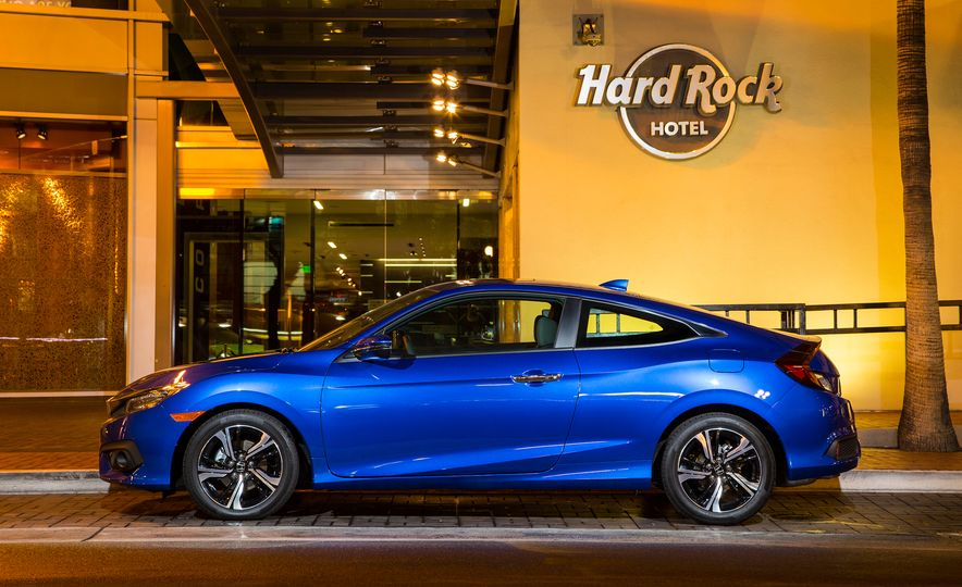 2016 Honda Civic coupe Touring - Slide 17
