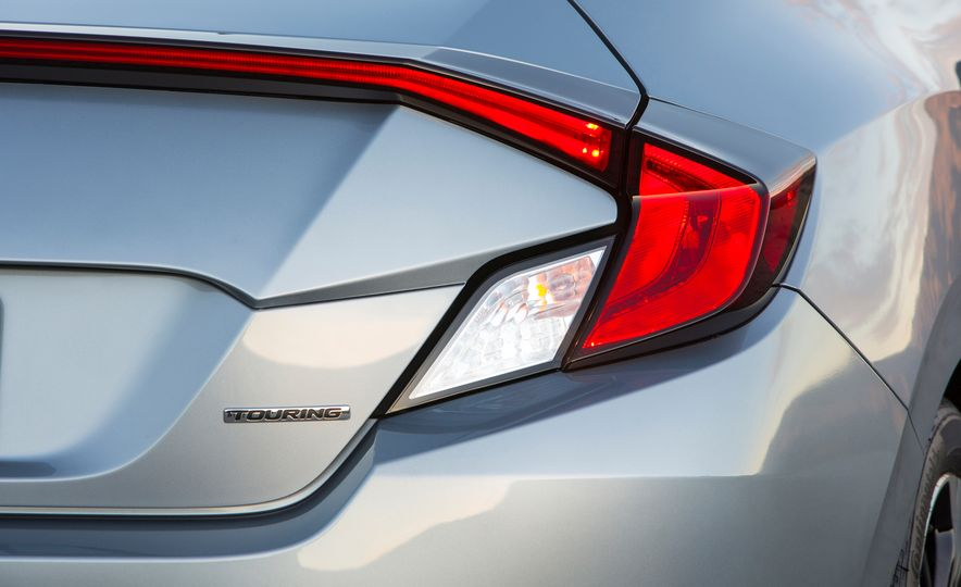 2016 Honda Civic coupe Touring - Slide 37