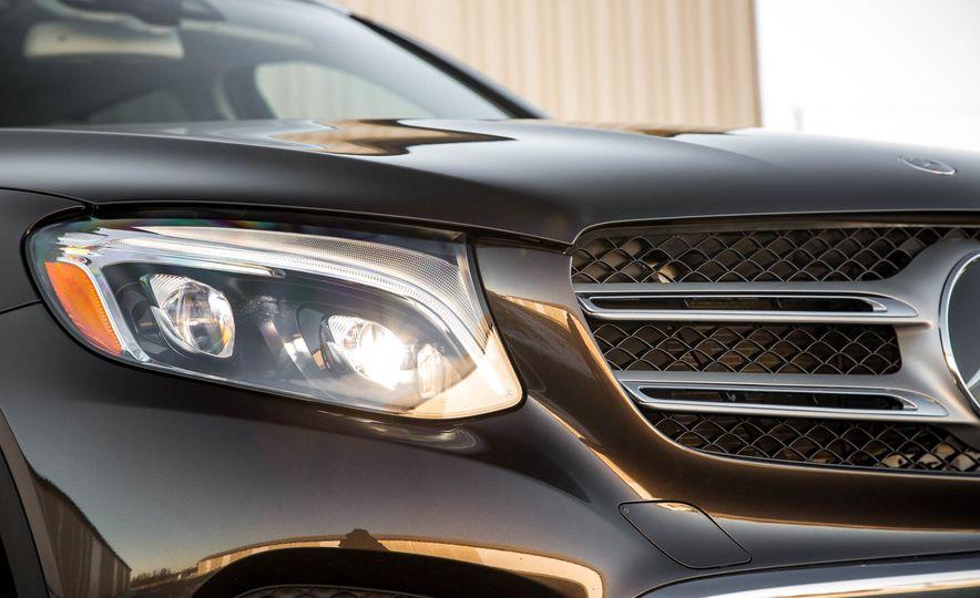 2016 Mercedes-Benz GLC300 4MATIC - Slide 14