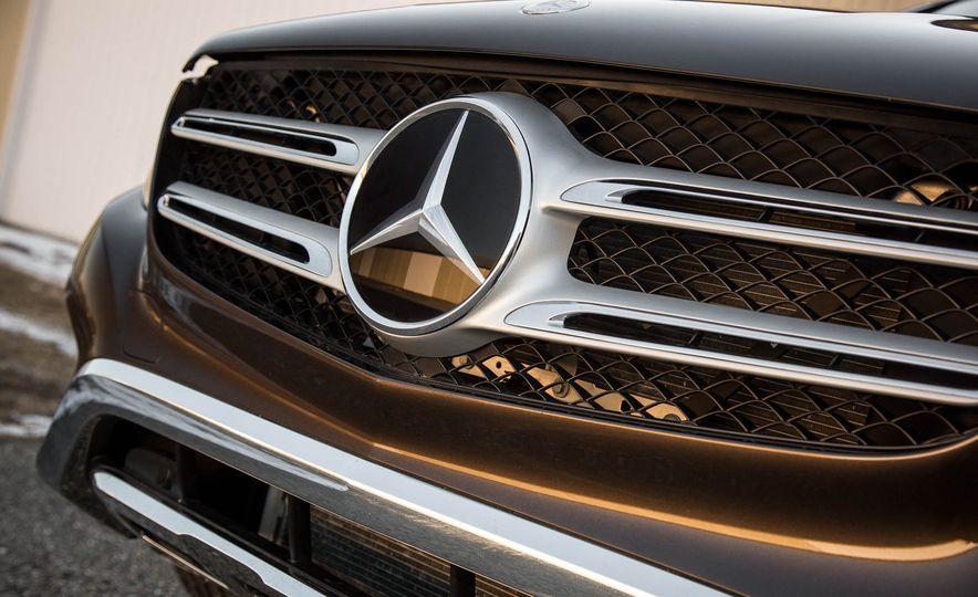 2016 Mercedes-Benz GLC300 4MATIC - Slide 15