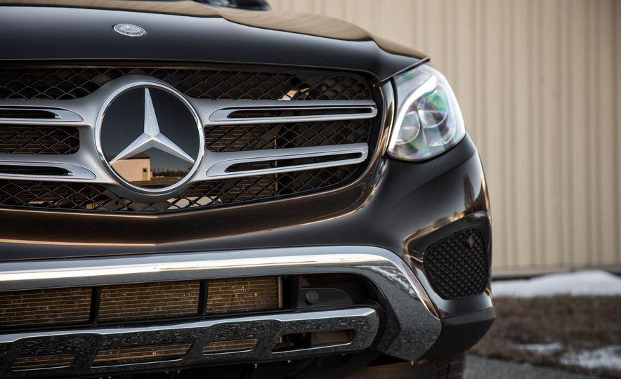 2016 Mercedes-Benz GLC300 4MATIC - Slide 16
