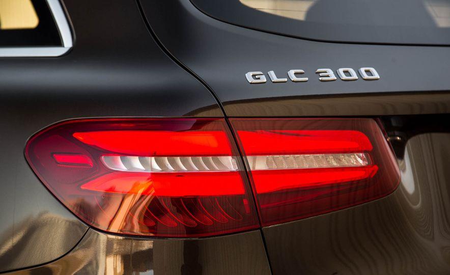 2016 Mercedes-Benz GLC300 4MATIC - Slide 19