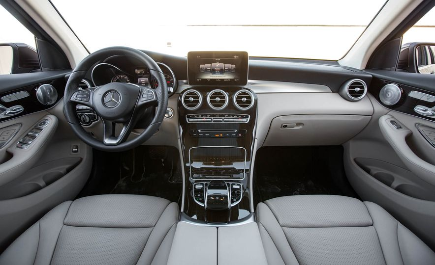 2016 Mercedes-Benz GLC300 4MATIC - Slide 23