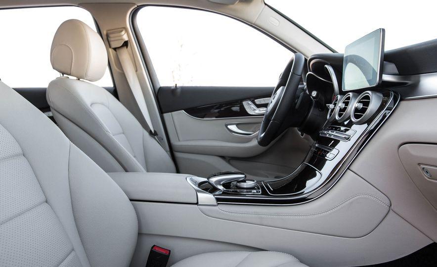 2016 Mercedes-Benz GLC300 4MATIC - Slide 25