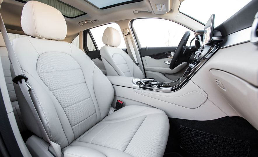 2016 Mercedes-Benz GLC300 4MATIC - Slide 26