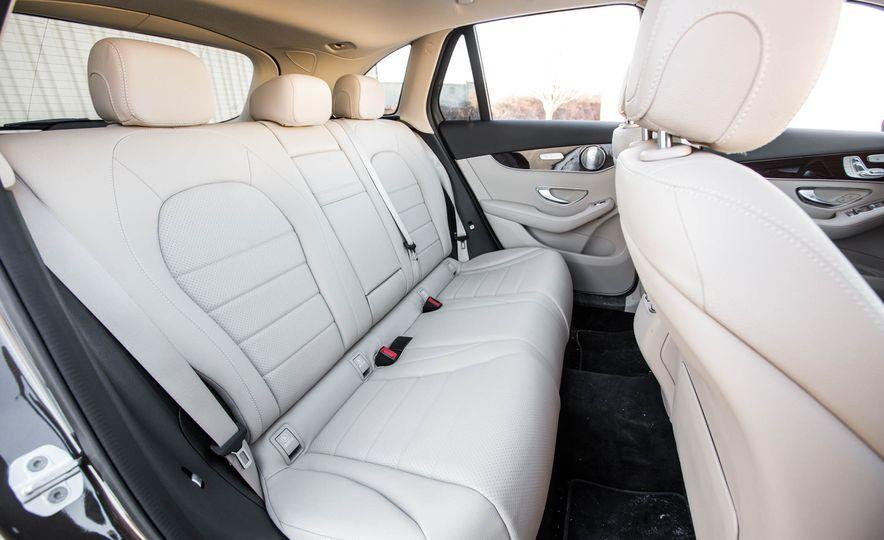 2016 Mercedes-Benz GLC300 4MATIC - Slide 29