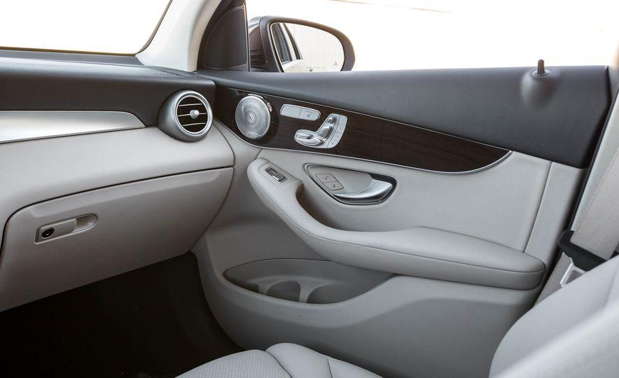 2016 Mercedes-Benz GLC300 4MATIC - Slide 30