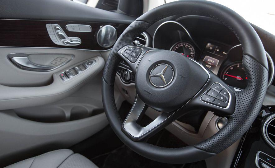 2016 Mercedes-Benz GLC300 4MATIC - Slide 31
