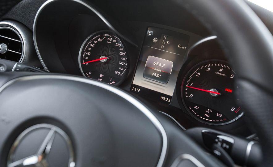 2016 Mercedes-Benz GLC300 4MATIC - Slide 32