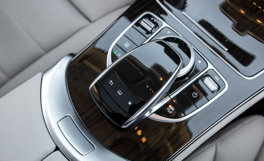 2016 Mercedes-Benz GLC300 4MATIC - Slide 35