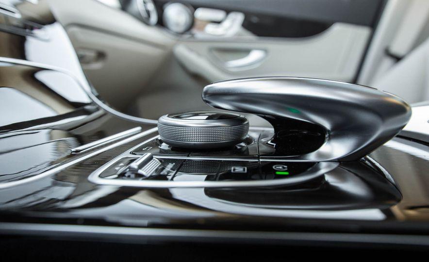 2016 Mercedes-Benz GLC300 4MATIC - Slide 36