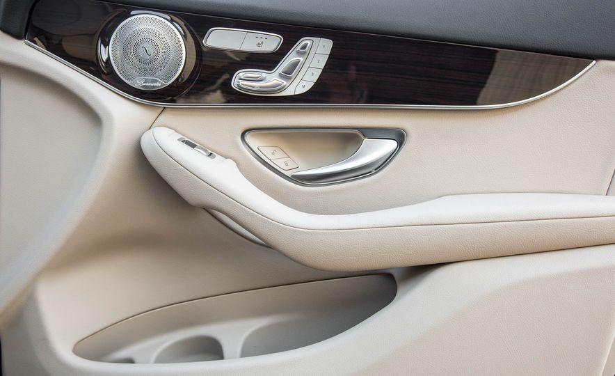 2016 Mercedes-Benz GLC300 4MATIC - Slide 37