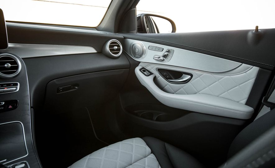 2016 Mercedes-Benz GLC300 4MATIC - Slide 63