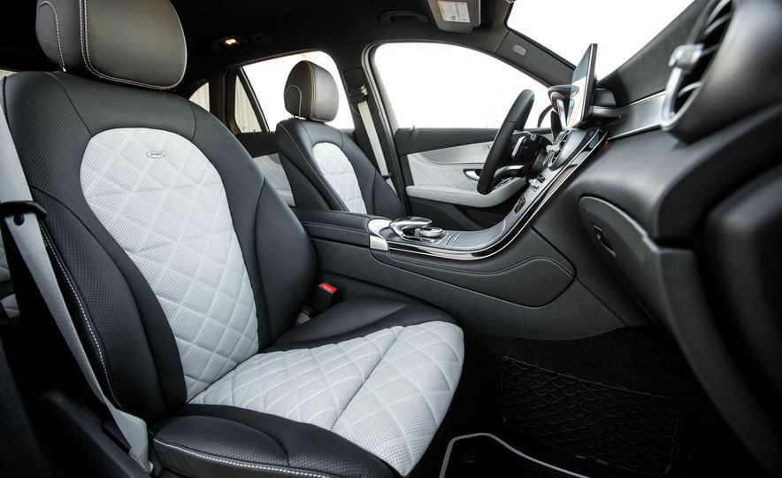 2016 Mercedes-Benz GLC300 4MATIC - Slide 64