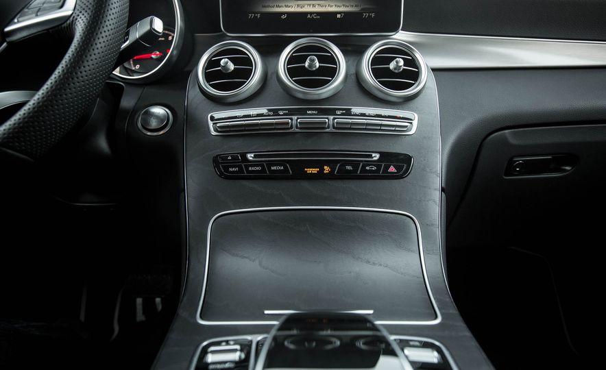 2016 Mercedes-Benz GLC300 4MATIC - Slide 70