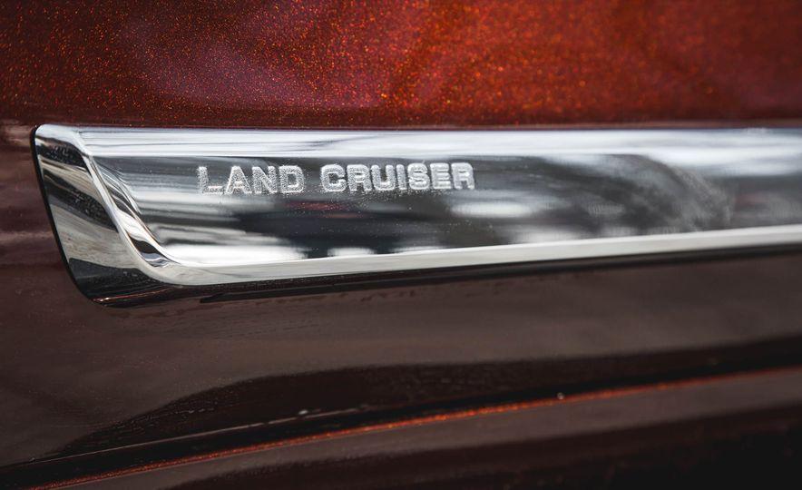 2016 Toyota Land Cruiser - Slide 18