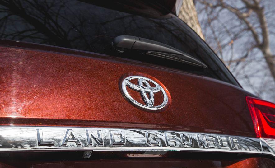 2016 Toyota Land Cruiser - Slide 21