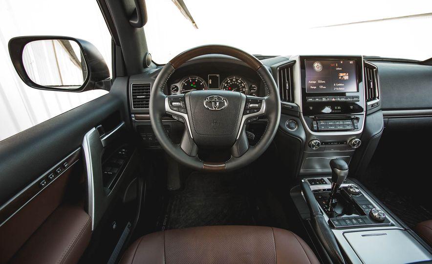 2016 Toyota Land Cruiser - Slide 33