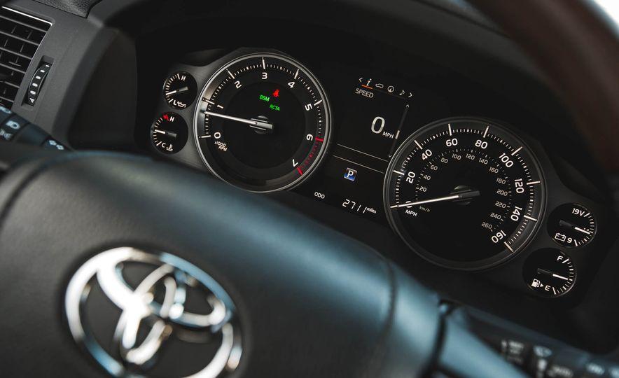 2016 Toyota Land Cruiser - Slide 36