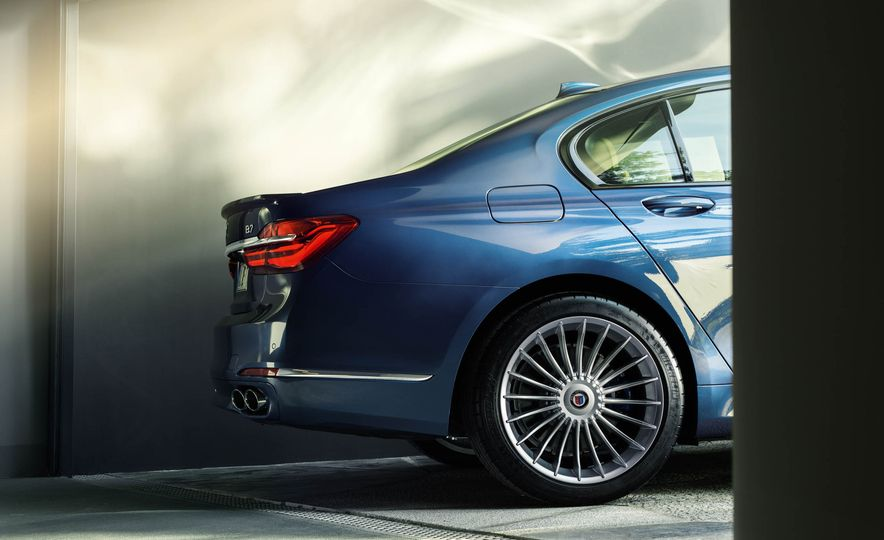 2017 BMW Alpina B7 xDrive - Slide 38