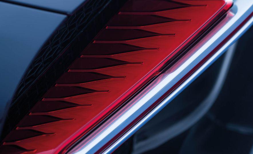 2017 Bugatti Chiron - Slide 35