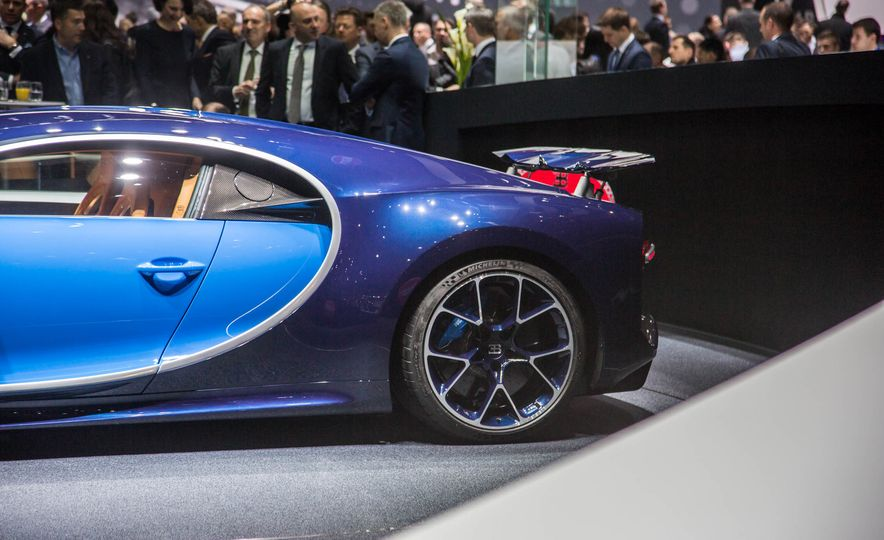 2017 Bugatti Chiron - Slide 11