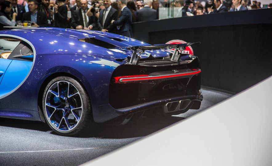 2017 Bugatti Chiron - Slide 13