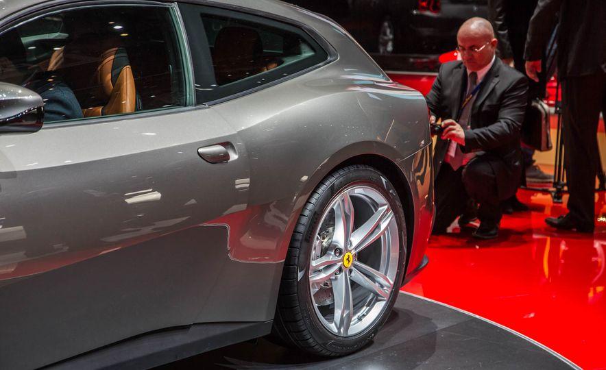 2017 Ferrari GTC4Lusso - Slide 14