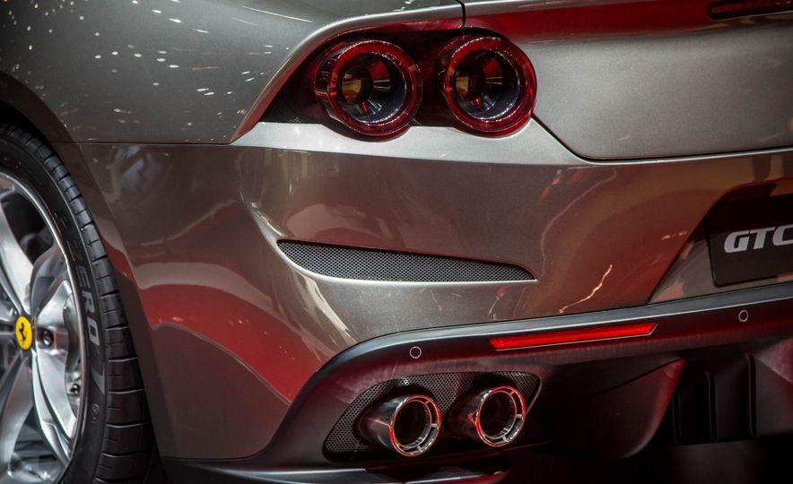 2017 Ferrari GTC4Lusso - Slide 17